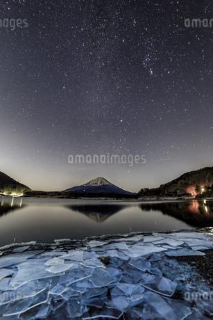 精進湖 日本 山梨県 富士河口湖町の写真素材 [FYI03393493]