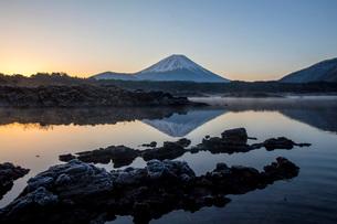 本栖湖 日本 山梨県 身延町の写真素材 [FYI03393496]