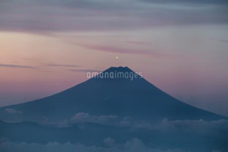 国師ヶ岳 日本 山梨県 山梨市の写真素材 [FYI03393503]