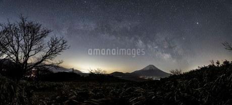 竜ヶ岳 日本 山梨県 富士河口湖町の写真素材 [FYI03393534]