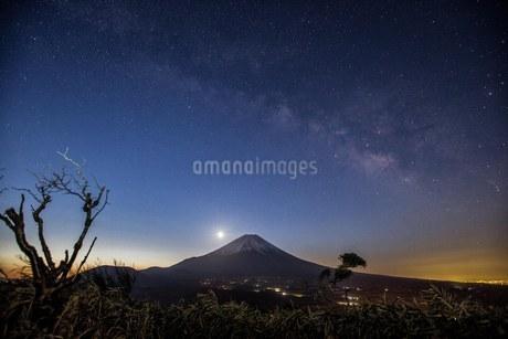 竜ヶ岳 日本 山梨県 富士河口湖町の写真素材 [FYI03393535]