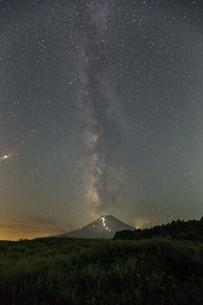 富士山 夜景の写真素材 [FYI03393553]