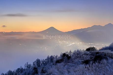 高ボッチ高原より望む富士山の写真素材 [FYI03393574]
