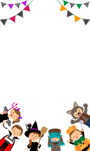 ハロウィンの仮装をする子供たちのフレームのイラスト素材 [FYI03393674]