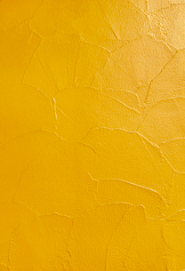 黄色の塗り壁の写真素材 [FYI03394371]