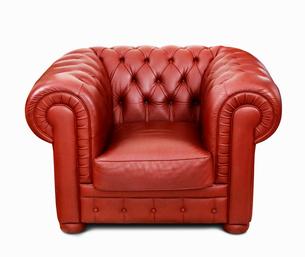 本革の赤いソファーの写真素材 [FYI03394381]