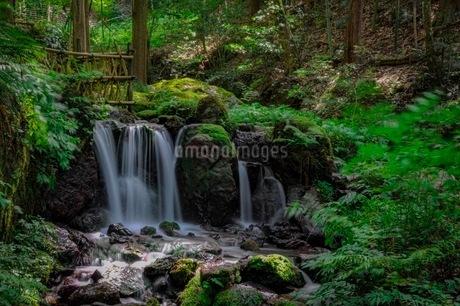 滝の写真素材 [FYI03394501]