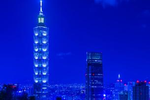 台北の象山から見える台北の夜景の写真素材 [FYI03394544]