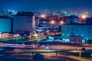 川崎マリエン(神奈川県川崎市)から見える京浜工業地帯の写真素材 [FYI03394545]