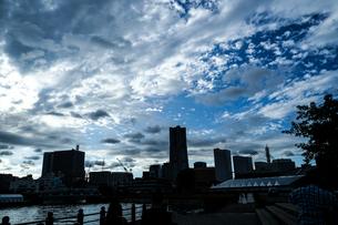 横浜の街並みと夕景の写真素材 [FYI03394557]