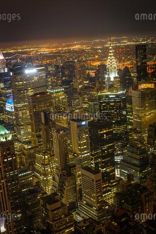 エンパイヤステートビルから見えるニューヨークの夜景の写真素材 [FYI03394562]