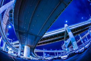 首都高速湾岸線・大黒ジャンクション(横浜市鶴見区)の写真素材 [FYI03394617]