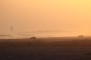 砂浜の夕景の写真素材 [FYI03394744]