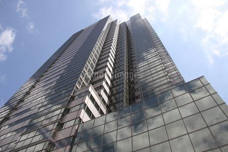 東京のガラス張りの高層ビルの写真素材 [FYI03394749]