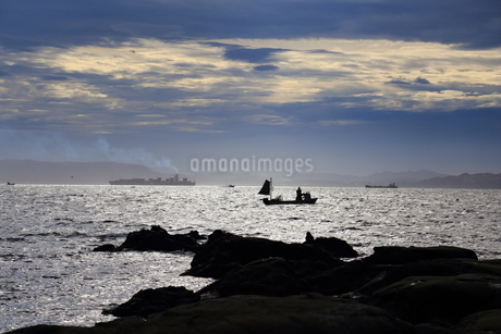 早朝の漁の写真素材 [FYI03394754]
