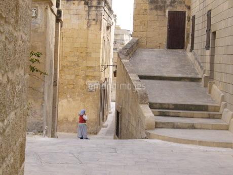 マルタ島の女性の写真素材 [FYI03394793]