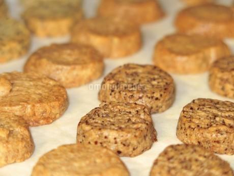 焼きたてクッキーの写真素材 [FYI03394809]