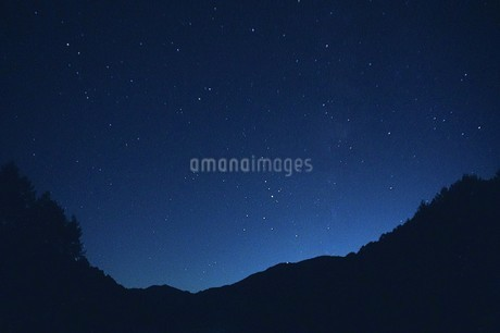 広がる星空の写真素材 [FYI03394815]