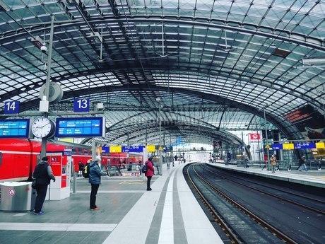 ベルリン駅の朝の写真素材 [FYI03395010]