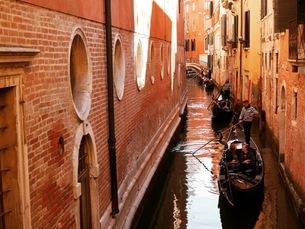 ヴェネツィアのゴンドラの写真素材 [FYI03395029]