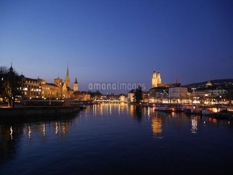 チューリッヒの水辺の写真素材 [FYI03395032]