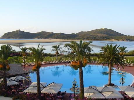 リゾートホテルのプールの写真素材 [FYI03395355]