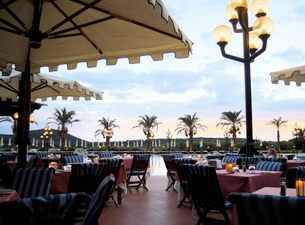 リゾートホテルの朝食の写真素材 [FYI03395357]