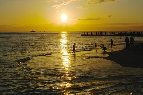 ワイキキの夕日の写真素材 [FYI03395359]