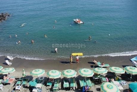 イスキア島のビーチの写真素材 [FYI03395360]