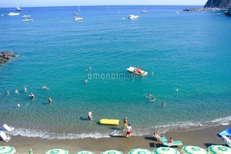 イスキア島のビーチの写真素材 [FYI03395361]