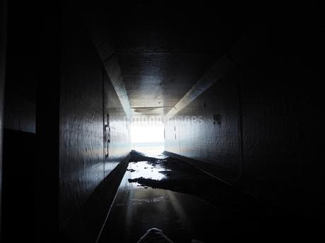 奥の光の写真素材 [FYI03395769]