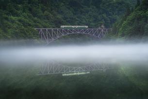 第一只見川橋梁 (だいいちただみがわきょうりょう) 日本 福島県 三島町の写真素材 [FYI03395975]