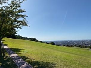 丘の上の公園の写真素材 [FYI03396346]