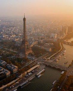 夕日のパリの写真素材 [FYI03396383]