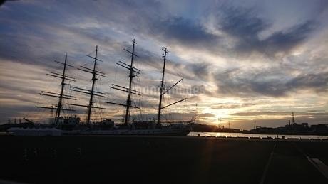 出航の朝の写真素材 [FYI03396398]