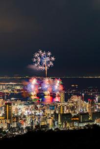 みなと神戸海上花火大会の写真素材 [FYI03396495]