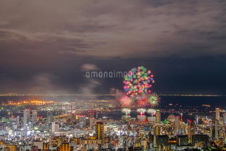 展望台から望むみなと神戸海上花火大会の写真素材 [FYI03396519]