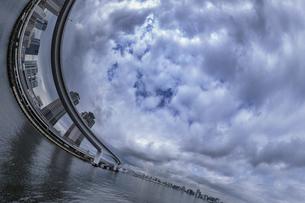 レインボーブリッジと空の写真素材 [FYI03396878]