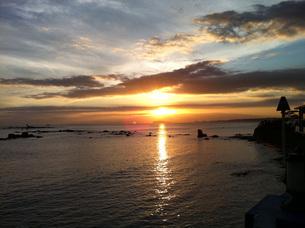 夕焼けの海の写真素材 [FYI03396911]