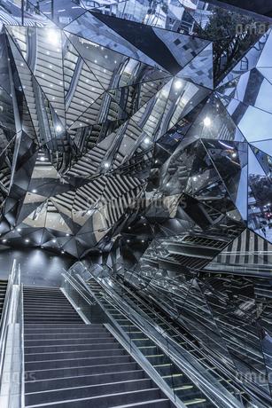 鏡の国への階段の写真素材 [FYI03397038]