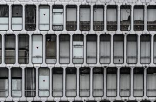 ビルの窓の写真素材 [FYI03397112]