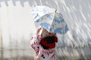 浴衣姿の日本女性の写真素材 [FYI03397491]