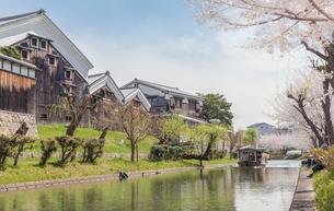 京都伏見の十石舟と月桂冠大倉記念館の写真素材 [FYI03397622]