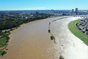 台風で増水した江戸川の写真素材 [FYI03397655]