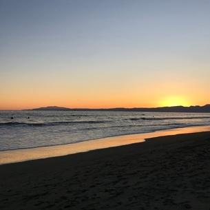 夕暮れ時の海の写真素材 [FYI03397739]