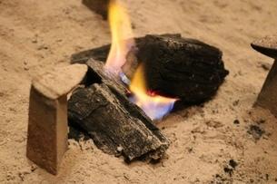 焚き火・炭火の写真素材 [FYI03398131]