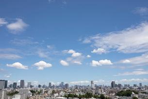 東京の空と街並みの写真素材 [FYI03398279]