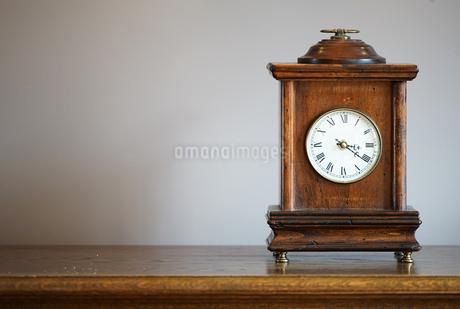 部屋の置時計の写真素材 [FYI03398506]