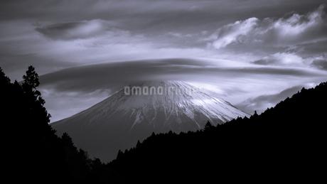 笠雲と富士山の写真素材 [FYI03398550]