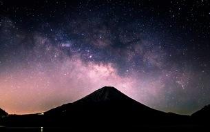 精進湖 と富士山 の写真素材 [FYI03398575]